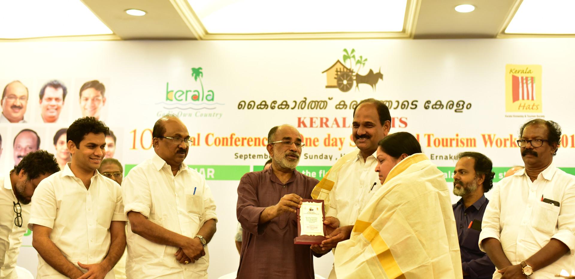 Best B&B KERALA HATS 17-18 Receiving the Award for the Best Homestay in Kerala