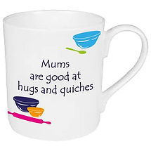 MUMS ARE GOOD AT HUGS AND QUICHES MUG FR