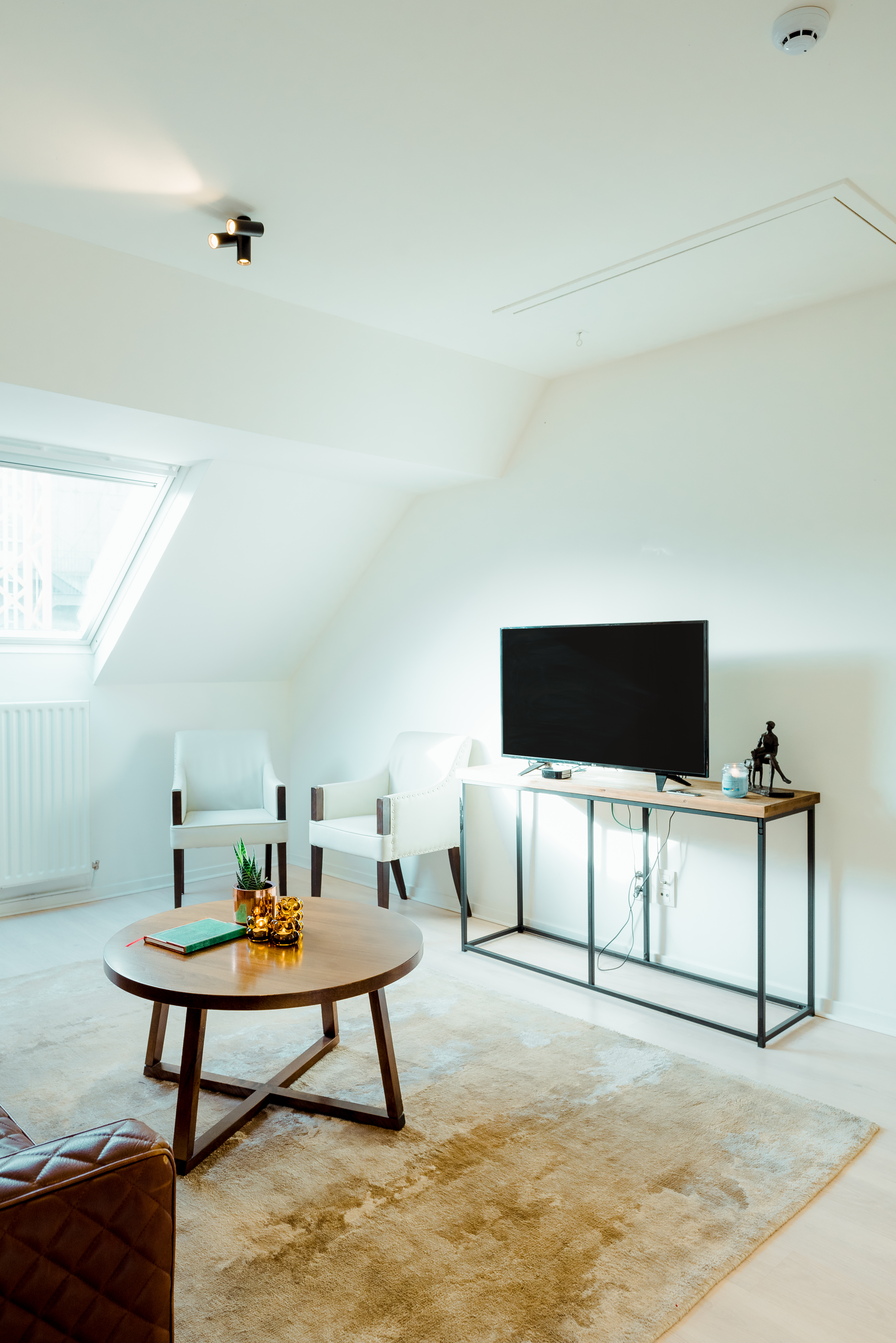 Heirloom_A Flemish Tale_room 3_2.jpg