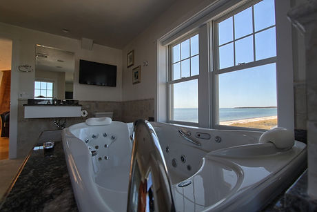Relax in Jacuzzi with view of the ocean