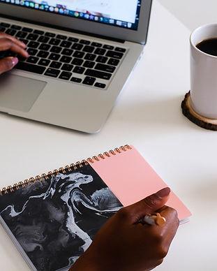 createherstock-work-at-desk-neosha-gardn