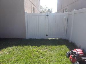 dog pen fence 2.jpg