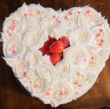 Sweet Heart Angel Food Cake (Filled With Srawberries)