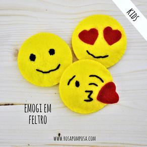 Emoji em feltro
