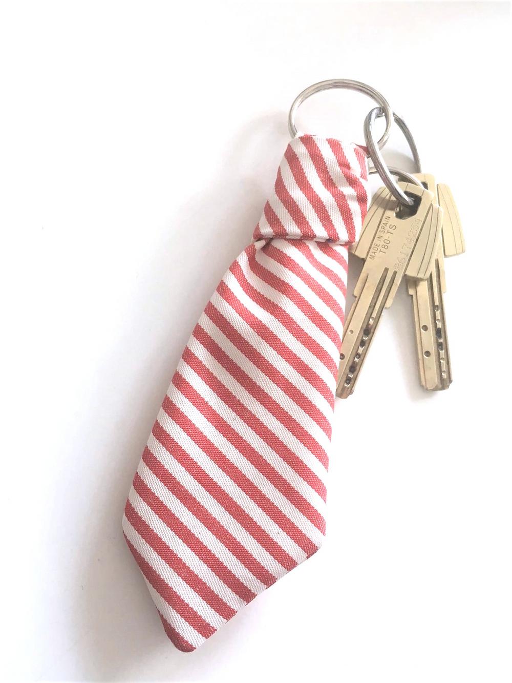 Porta chaves gravata - Joana Nobre Garcia