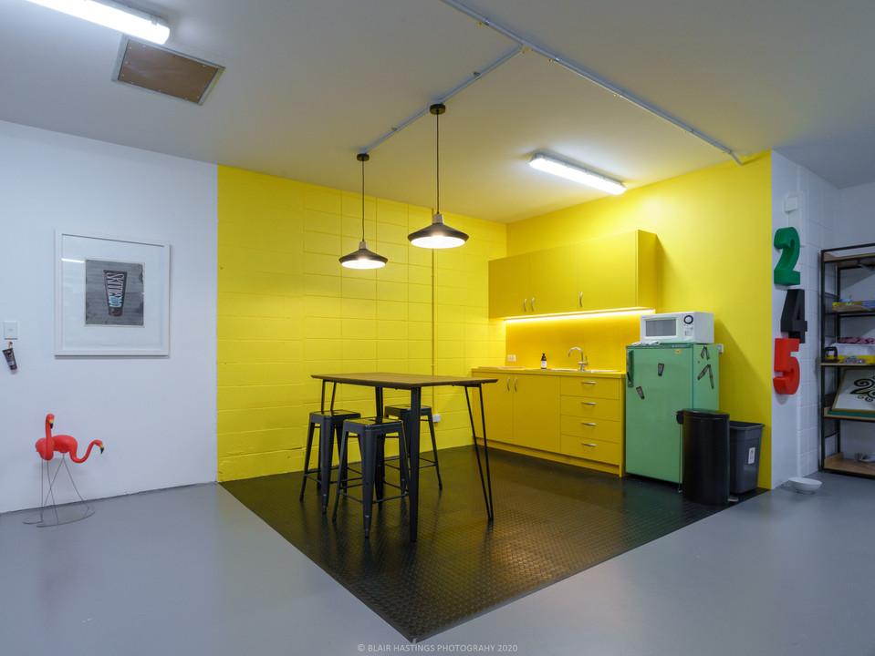 INTERIOR - OFFICE - YELLOW