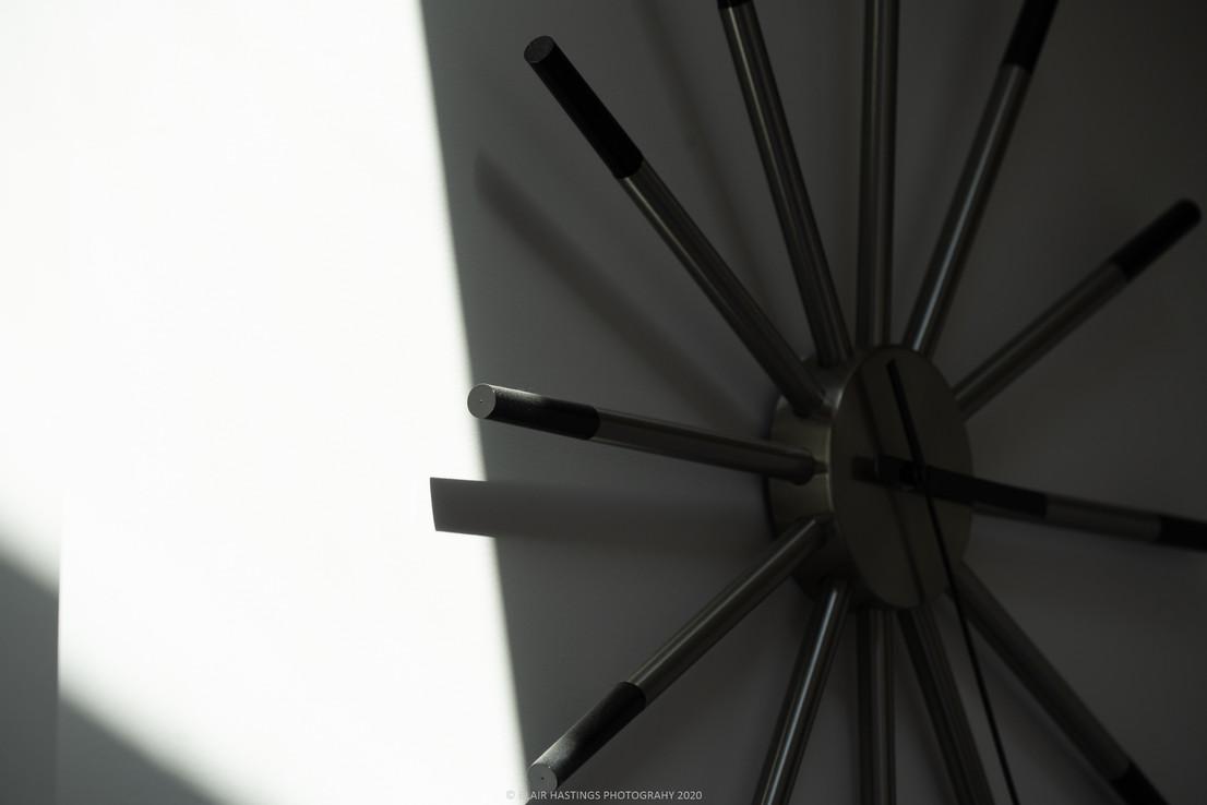 ART - TIME - BLACK + WHITE