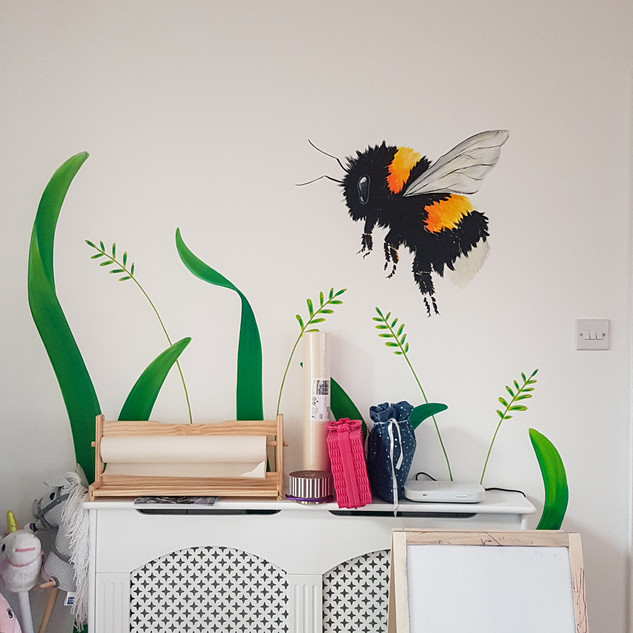 giant-bee-and-plant-playroom-mural-sarah