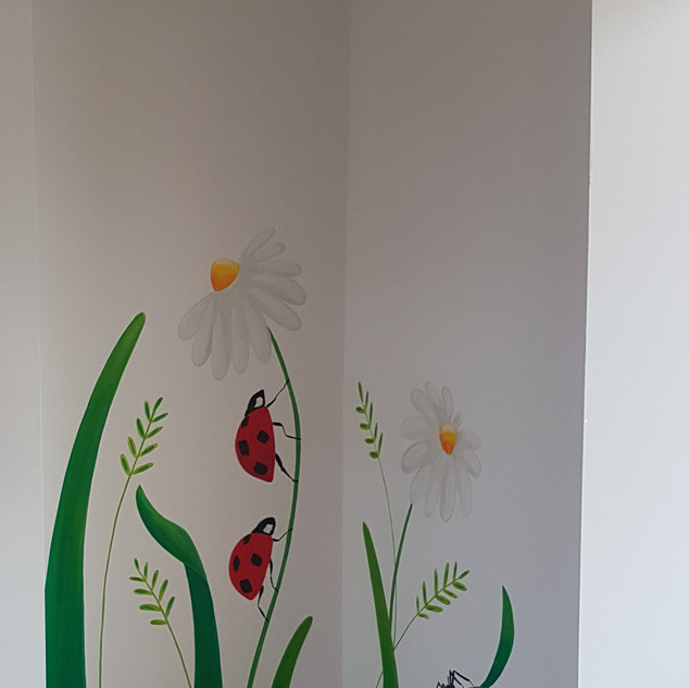 giant-plants-and-ladybird-playroom-mural