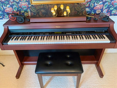 Roland KR-375 Electric Piano