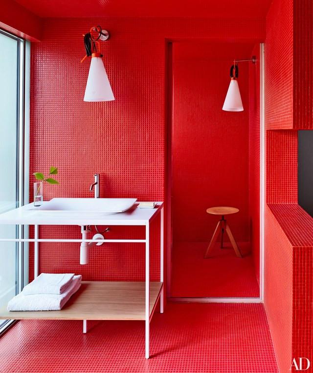 ห้องน้ำโทนสีแดง
