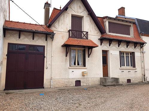 9890 Maison Chevagnes