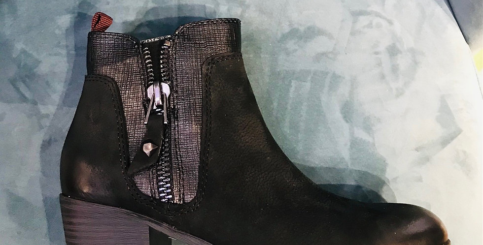 Detailed Ankle Boot