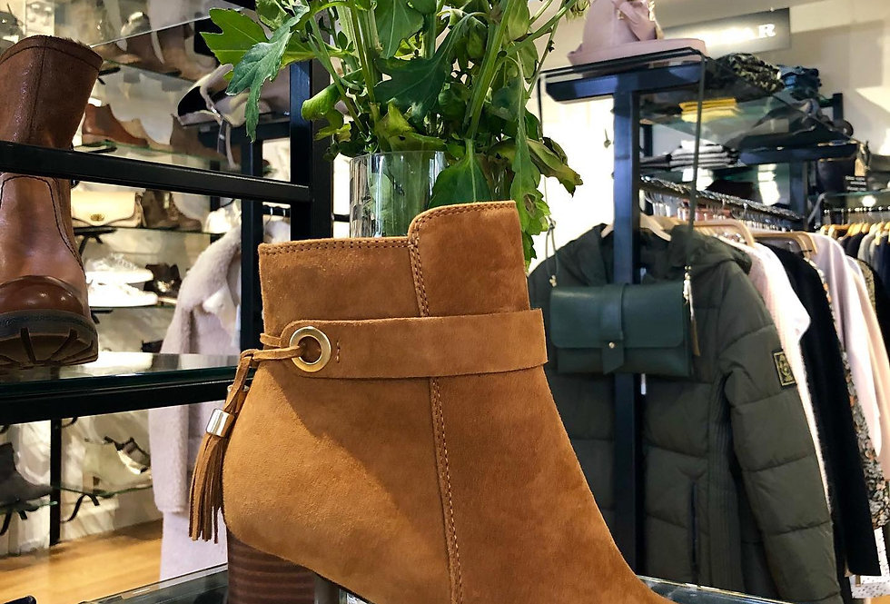 Toffee Suede Tassel Boots With A Gradient Heel