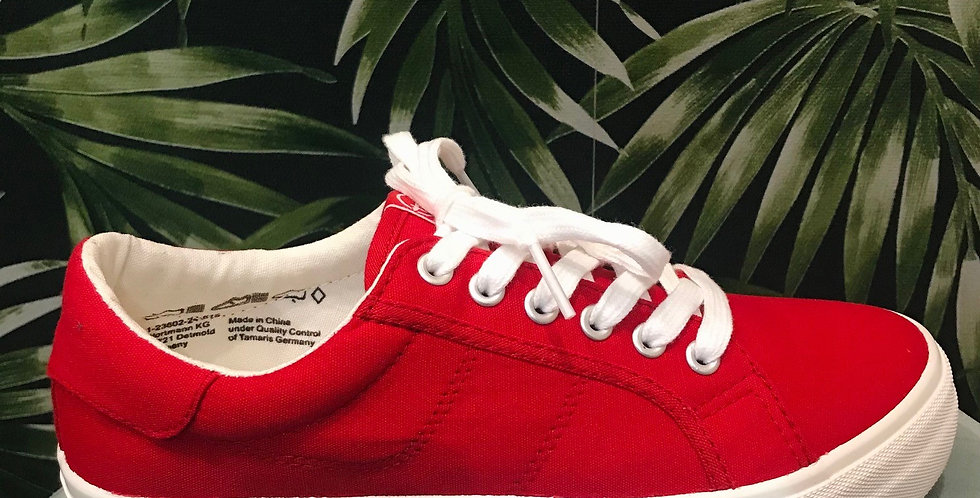 Red Canvas Trainer