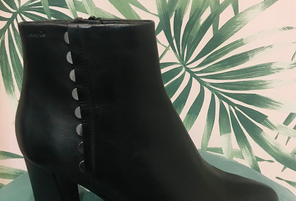 Detailed Heeled Boot