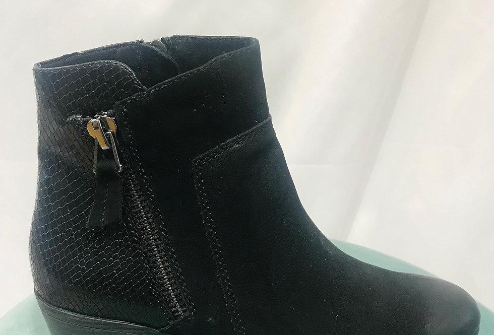 Zip Detailed Boot