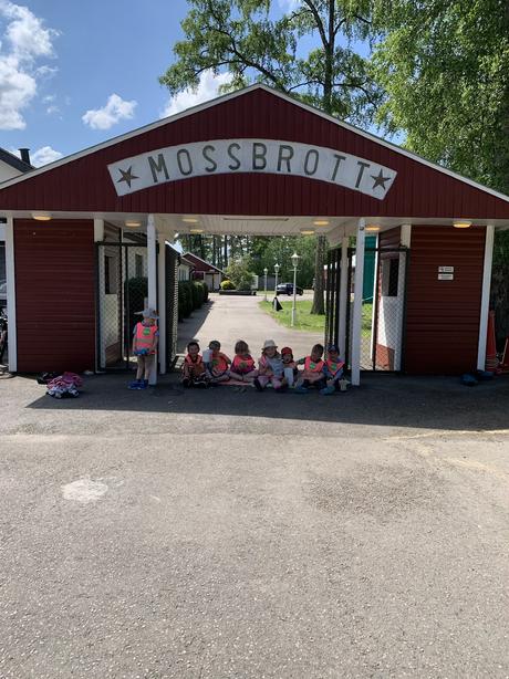 Skolgårdsfest på Mossbrott
