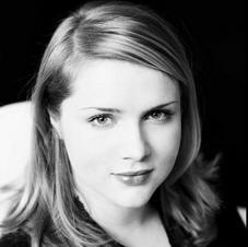 Headshot Anna-Louise Cole
