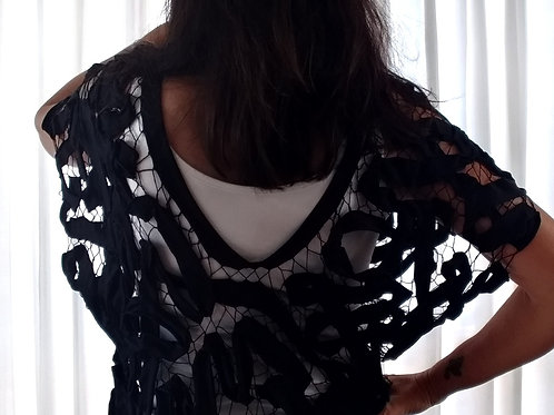 Blusa em renda de agulha feita à mão_efeito ondas