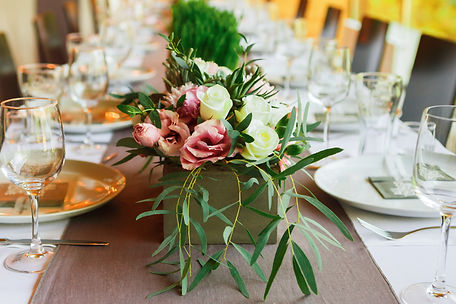 white_green_pink_centerpiece_wedding_loc
