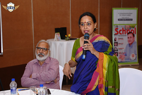 (L-R) Mr. Guruprem Dass Kapoor, Dr. Meenakshi Gupta, Principal, S D Public School, New Delhi