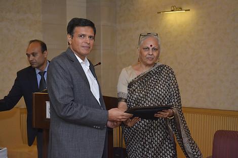 Mr. Vinay Sharma bestows honour on the panelist Mrs. Vinita Kher