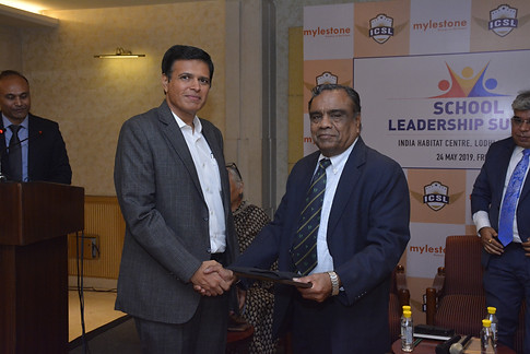 Mr. Vinay Sharma bestows honour on the panelist Mr. G. Balasubramanian