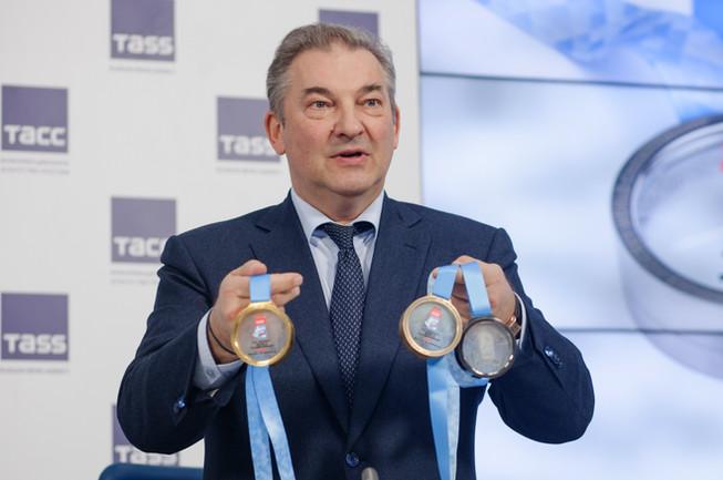 Владислав Третьяк с медалями