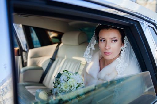 Невеста в автомобиле
