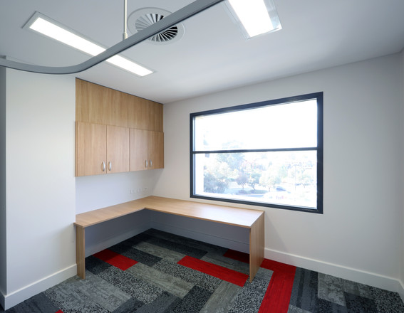 Workstation with Overhead Cabinets