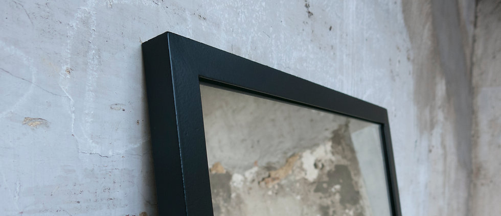 Kontour design - BE side table black