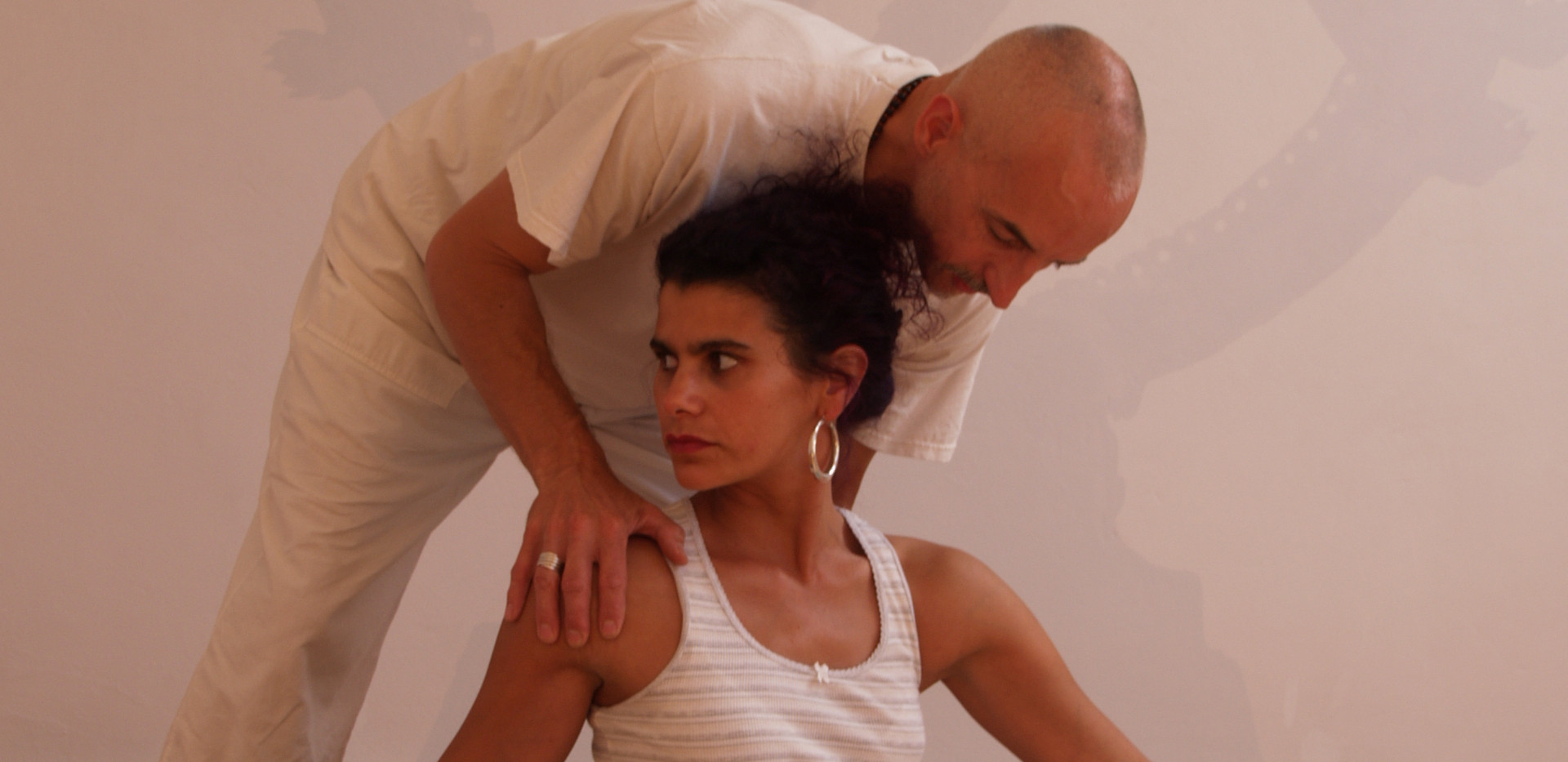 Assisting spinal twist
