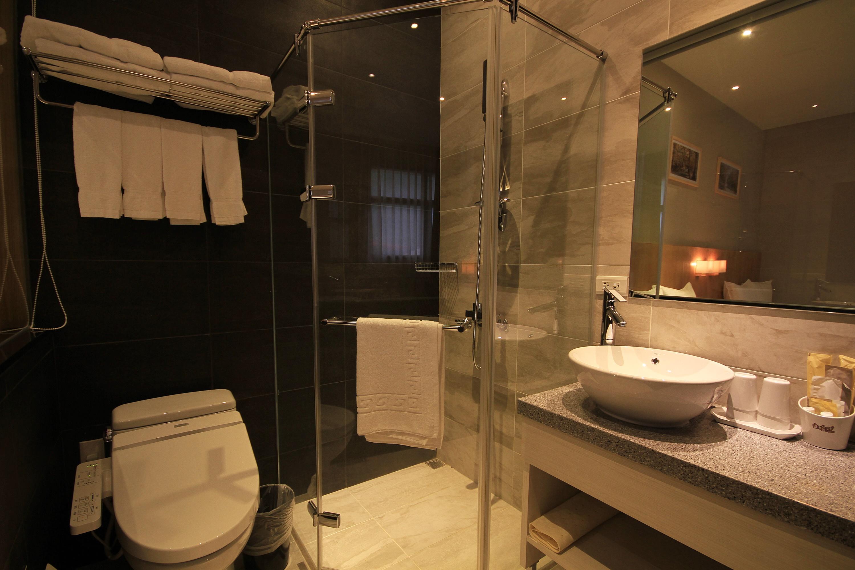 經典四人房浴室