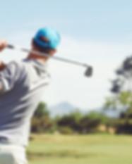 Golfaren slå golf