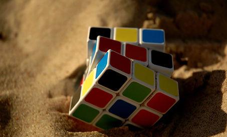 rubik-cube-1703600_1920 (1).jpg