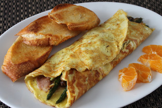 Quick and Easy Weeknight Dinner: Asparagus and Prosciutto Omelettes