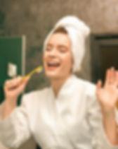 chanteuse ANNE LE GOFF chanteuse plurielle chef de choeur coaching en entreprise professeur de chant Les Trois Moustiquaires Système D Lacadencia cours de chant individuels