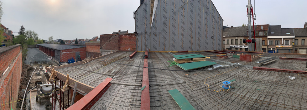 Plaatsen stalen balken en betonwapening afdek gelijkvloers