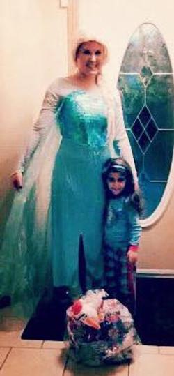 Elsa & the winner of her giveaway