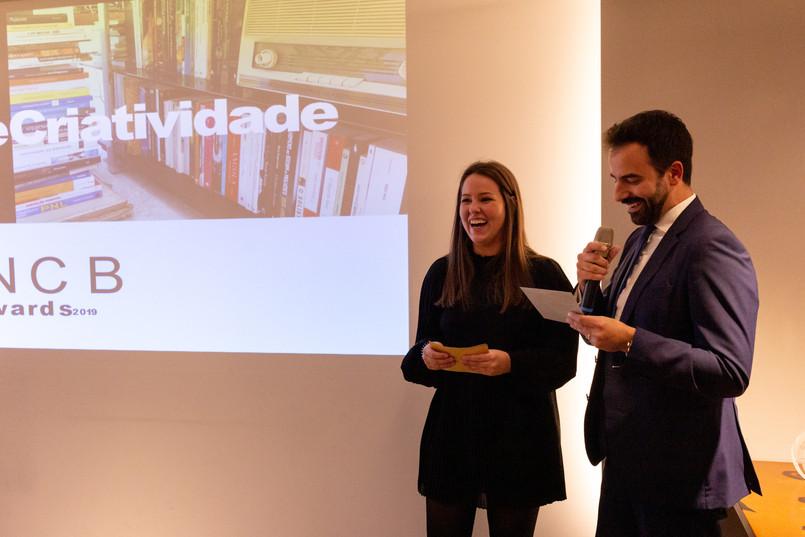 Prémio Inovação e Criatividade entregue pela Drª Maria Bueno e Dr Filipe Cortesão