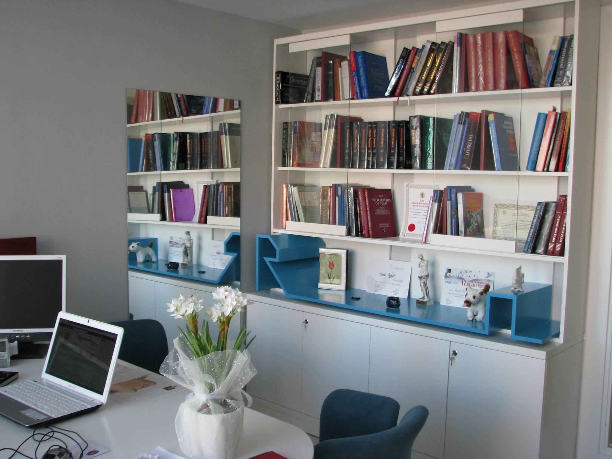 Op. Dr. Türker Özyiğit'in ofisi