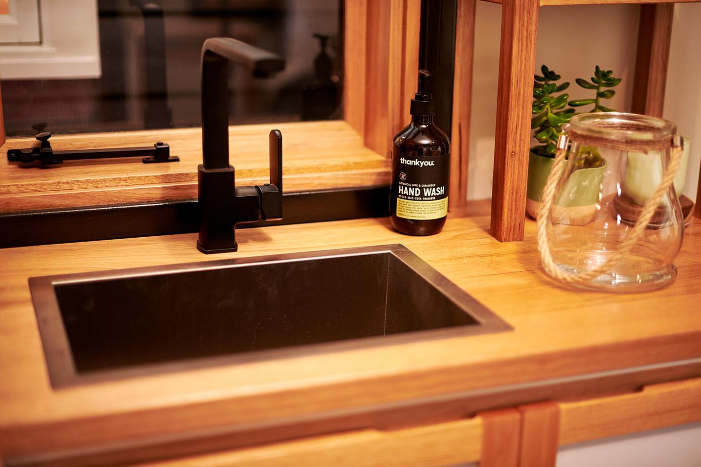 sink black matte