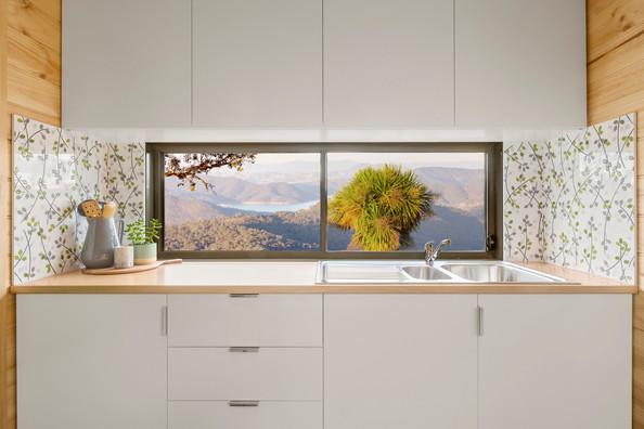 kitchen sink an cupboards
