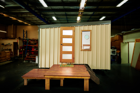frontal view tiny house off grid