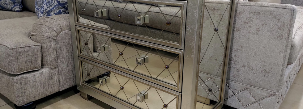 Attractive 3-Drawer Cabinet