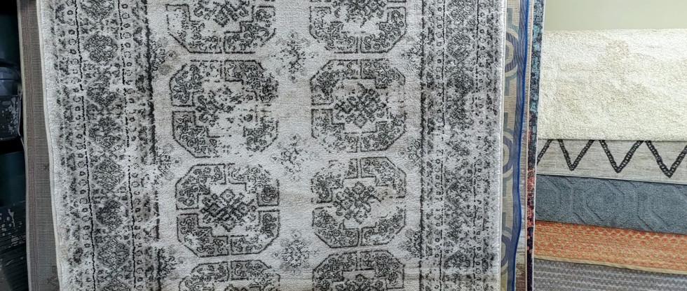 5′ x 7′3″ Contemporary Rug