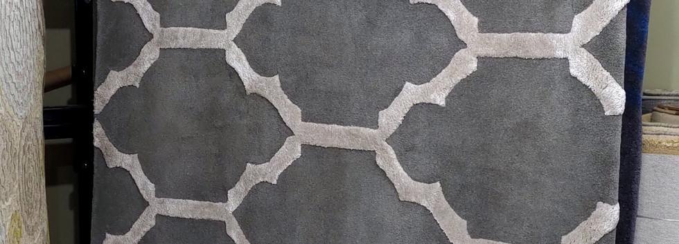 8′ x 10′ Rug – 70% Wool / 30% Viscose