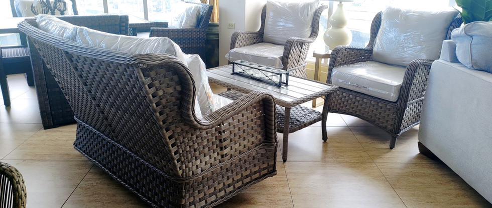 Classic Style 4-Piece Outdoor Furniture Set