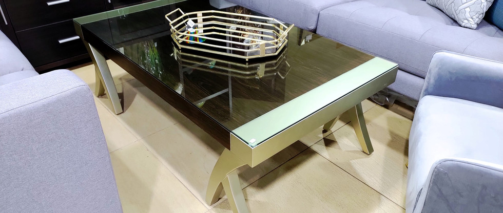 Stylish Cocktail Table w/ Glass Top